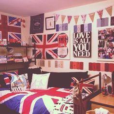 london bedroom | Tumblr Cool Dorm Rooms, Room London, Dream Bedroom, Love Is All, Diy Tutorial, Room Inspiration, Easy Diy, Gallery Wall, Wall Art
