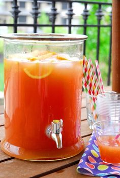 The Best Party Punch Ever Don't add the ice til the last minute so it doesn't dilute the punch. 1 cup frozen concentrated lemonade (thawed) 3/4 cup frozen concentrated orange juice (thawed) 2 cups cranberry juice 3 cups water 1/4 cup sugar 2 liters Sprite or 7Up, chilled Freshly sliced lemons and oranges Ice