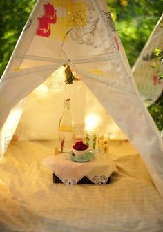 A picnic for him & her at the end of the reception
