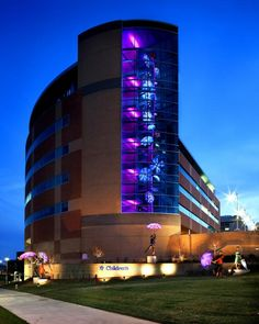 Children's Hospital & Medical Center, Omaha. Photography by Thomas Grady Photography.  Image 1 of 6