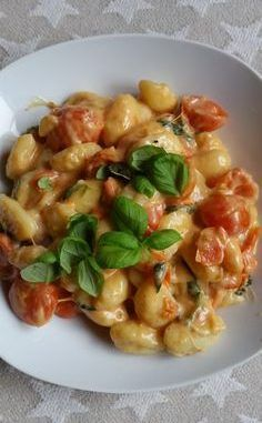 Gnocchi with tomatoes and mozzarella, a good recipe from the vegetables category. Ratings: Average: Ø The post Gnocchi with tomatoes and mozzarella appeared first on Food Monster. Veggie Recipes, Pasta Recipes, Dinner Recipes, Cooking Recipes, Shrimp Recipes, Healthy Snacks, Healthy Recipes, Diy Snacks, Good Food