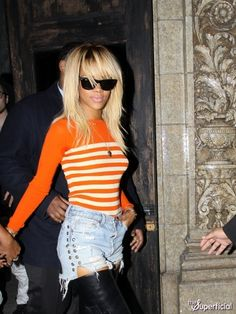 Rhianna new blonde hair! Goddess Hairstyles, Cool Hairstyles, Rihanna Makeup, Rihanna News, Wardrobe Makeover, Haircut And Color, Her Hair, Celebs, Celebrities