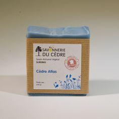 Savon Surgras au beurre de Karité biologique (35%) et à l'huile d' Olive bio. Parfumé à l'huile essentielle de Cèdre bio.