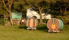 Oh Lord, Won't you buy me a Gypsy Caravan… (Messy Nessy Chic) Gypsy Trailer, Gypsy Caravan, Gypsy Wagon, Little Trailer, Messy Nessy Chic, Gypsy Living, Family Tent, Continental Divide, Gypsy Life