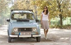 Marion Cotillard in A Good Year (white tee, linen skirt, espadrilles) Marion Cotillard, Retro Cars, Vintage Cars, Paris France, Beach Cars, Live Action Movie, Car Museum, French Chic, Love Car