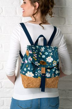 Get exploring with The City Backpack, a practical and stylish backpack to practise your bag making skills on. It's the perfect size for carrying the essentials on a day out in the city (or anywhere!). Order issue 43 of Simply Sewing today Buy the kit and see a demo on Sewing Quarter TV (28th June 2018). Check out our... Continue reading →