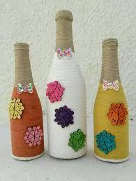 Resultado de imagem para garrafas pintadas artesanato Beer Bottle Crafts, Wine Bottle Corks, Diy Bottle, Bottle Art, Yarn Bottles, Bottles And Jars, Recycled Glass Bottles, Vintage Vases, Bottle Lights