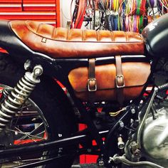 Here is a shot of the tool rolls closed, as you can see a tailored fit and hand dyed to match the seat K100 Scrambler, Cafe Racer Moto, Bmw K100, Tool Roll, Triumph Bonneville, Dream Machine, Cars And Motorcycles, Canning, Manly Things