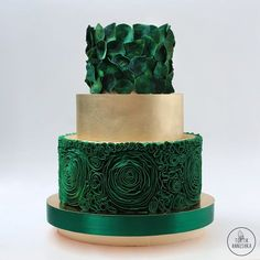 Indescribable Your Wedding Cakes Ideas. Exhilarating Your Wedding Cakes Ideas. Elegant Wedding Cakes, Wedding Cake Designs, Wedding Cupcakes, Green Wedding Cakes, Wedding Gold, Pretty Cakes, Beautiful Cakes, Amazing Cakes, Fondant Cakes