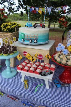 Picnic de Carrinho e Caminhão - Pra Gente Miúda Criações 2 Year Old Birthday Cake, Boys 1st Birthday Cake, Birthday Themes For Boys, 2nd Birthday Parties, Birthday Banners, Cars Trucks Birthday Party, Transportation Birthday, 1920s, Nutrition