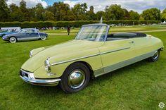 Citroën DS Cabriolet - La Croisette à Chantilly Arts et Elégance. Reportage complet : http://newsdanciennes.com/2015/09/07/grand-format-chantilly-arts-et-elegance/ #Classic_Cars #Vintage #Cars #Voiture #Ancienne