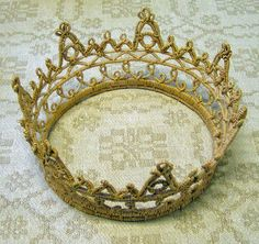 Bridal crown made from roots by Gunnel Eriksson, a leading name in swedish root crafts.