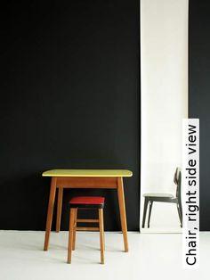 Tapete: Chair, right side view  - TapetenAgentur Selected Designtapete von Deborah Bowness