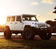 White, four-door Jeep Wrangler with raised light bar above the windshield. Ultim… White, four-door Jeep Wrangler with raised light bar above the windshield. Four Door Jeep Wrangler, Jeep Wrangler Lifted, White Jeep Wrangler Unlimited, Lifted Jeeps, White Rubicon Jeep, Jeep Wrangler Light Bar, Jeep Wrangler Unlimited Accessories, Jeep Wrangler Headlights, Jeep Wrangler Off Road