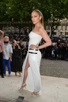 Jennifer Lopez in Atelier Versace white dress at Paris HC fall 2014 fashion week.