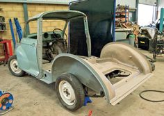 The Morris Traveller stripped down to its bare bones Morris Traveller, Bright Pictures, Morris Minor, Leg Work, Roof Panels, Classic Motors, Wood Plans, British Style, Bones