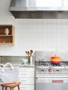 Barneys New York Fashion Director Marina Larroudé's Playful New York City Townhouse | Architectural Digest Kitchen Backplash, Subway Tile Kitchen, Subway Tiles, Kitchen Redo, Kitchen Dining, Kitchen Remodel, Dining Rooms, White Square Tiles, Modern Contemporary Living Room