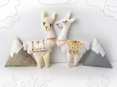 Home Decoration Scandinavian Stitch a pair of little felt Llamas in Love with this fun sewing pattern from little dear.Home Decoration Scandinavian Stitch a pair of little felt Llamas in Love with this fun sewing pattern from little dear. Animal Sewing Patterns, Craft Patterns, Felt Patterns, Alpacas, Llama Plush, Craft Projects, Sewing Projects, Sewing Ideas, Sewing Crafts
