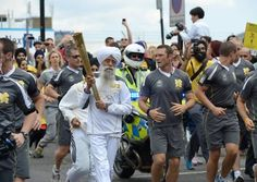 Fauja Singh with the Olympic Torch during the relay. Toronto Waterfront Marathon, Fauja Singh, Centenarian, London Marathon, Record Holder, Marathon Runners, World Records, Olympics, Swimming