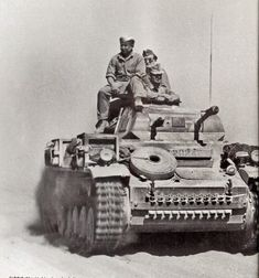 Panzerkampfwagen II Ausf F with its distinctive Rectangle Front Hull and Driver's armoured Visor shape were different from those of the earlier Pz II Ausf B and Ausf C versions used by the DAK. Panzer Ii, Mg 34, Afrika Corps, North African Campaign, Erwin Rommel, Man Of War, Ww2 Tanks, Battle Tank, German Army