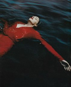 'A Place in the Sun' Anouck Lepere by Mario Testino for W Magazine September 2000 Mario Testino, Underwater Photography, Portrait Photography, Fashion Photography, Photography Music, Underwater Photos, Travel Photography, Inspiration Photoshoot, Water Shoot