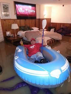 My uncle and proud @Calgary Stampeders fan Tony Riedner making due in Bowness #basementboating #abflood #yycflood pic.twitter.com/C7hPCjrxZl
