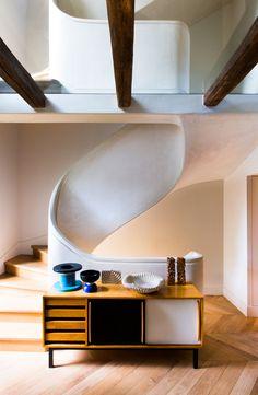 Karine Lewkowicz repense aussi des intérieurs de particuliers comme cet appartement haussmannien dans le XVIIIe arrondissement de Paris.