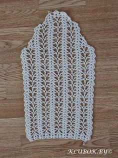 This Pin was discovered by Ner Crochet and arts: Jacket Needs translation. I wish I can learn how to crochet sleeves this way Gilet Crochet, Crochet Diy, Crochet Jacket, Crochet Woman, Crochet Blouse, Crochet Motif, Crochet Shawl, Crochet Stitches Patterns, Knitting Stitches