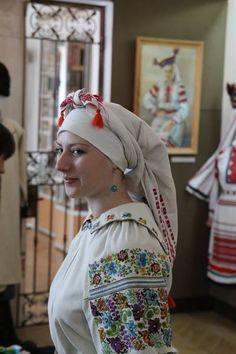 Traditional Ukrainian women's headwear: Volyn and Polissya regions. Традиційні жіночі головні убори волинян та поліщуків. Україна. https://www.facebook.com/eviddil/media_set?set=a.1412173075669490.1073741834.100006304327653&type=3