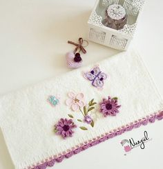 Crochet Borders, Crochet Flower Patterns, Crochet Flowers, Hobbies And Crafts, Diy And Crafts, Delicious Magazine, Bargello, Bed Covers, Chic Wedding