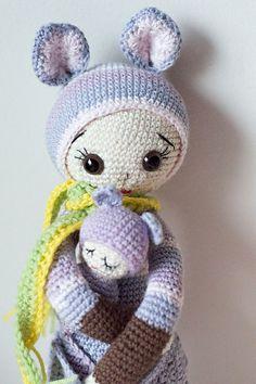 KIRA the kangaroo made by Villake / crochet pattern by lalylala