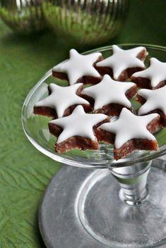 Nem létezik olyan német süteményeskönyv vagy karácsonyi lap, amelyben ne fordulna elő a fahéjas csillagok, azaz a Zimtsterne receptje. Az ad...