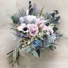 """hanamof 𖦞 flowers 𖦆 on Instagram: """"* * * anemone bouquet 🌿 * storeに掲載致しました* お休み期間中ですが、 こちらのブーケはお早めの納品が可能です☺︎◎ * 白いアネモネの花言葉は、 「真心」「希望」です * 素敵な花嫁様と巡り会えますように…♡ * * * * * *…"""" Simple Wedding Bouquets, Hydrangea Bouquet Wedding, Anemone Bouquet, Diy Wedding Flowers, Bride Bouquets, Bridal Flowers, Bridesmaid Bouquet, Floral Wedding, Bouquet Flowers"""