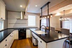 どんなキッチンが作業しやすい?L字型キッチンとコの字型キッチンのインテリア集♪ - Yahoo! BEAUTY Kitchen Cabinets, The Originals, Table, Yahoo Beauty, House, Furniture, Home Decor, Decoration Home, Home