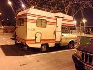 Location Ford Transit à partir de 47 € / jour (St Leu la Forêt). Vieux camping car pas cher, 4 places...TV, parabole, etc...