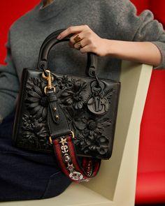 Dior Taschen Herbst Winter Kampagne Ad Fotoshooting mit Angelababy … - My Bag Ideas Dior Handbags, Purses And Handbags, Dior Bags, Replica Handbags, Diorama Dior, Lineisy Montero, Cristian Dior, Angelababy, Lady Dior