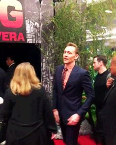Tom Hiddleston at the Kong Skull Island premiere in Mexico City. Video: https://www.instagram.com/p/BRPv9S3DPQ6/