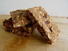 Healthy granola bars with quinoa Quinoa Breakfast Bars, Breakfast Healthy, Breakfast Ideas, Breakfast Recipes, Quinoa Granola Bars, Healthy Baking, Healthy Snacks, Healthy Recipes, Healthy Sweets