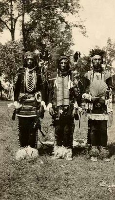 Traditional Crow dancers - 1928 - Photographer not known - (Original)