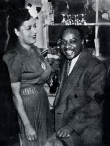 billie holiday & Count Basie at the apollo theater Jazz Artists, Jazz Musicians, Billie Holiday, Big Band Leaders, Coleman Hawkins, Lady Sings The Blues, Classic Jazz, Live Jazz, Bless The Child