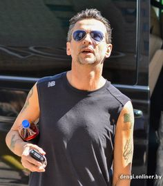 Dave Gahan of Depeche Mode on the way to the gym .  Sorry, i know these photos are already out there everywhere, but I have OCD about editing photos and I just had to enlarge Dave.  As if he isn't already larger than life!  Photos from http://dengi.onliner.by/