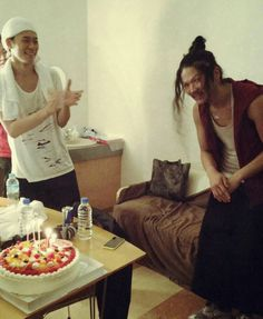 [Alexandros]川上洋平・庄村聡康2015/3/31 21日は我らがドラマー庄村聡康氏の誕生日でした。