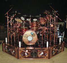 Neil Peart's steampunk drum kit makes me want to wear headphones and go see Rush anyway. Rush Band, Drums Art, Neil Peart, Steampunk Design, Steampunk Gears, Drum Kits, Custom Guitars, Indie Music, Soul Music