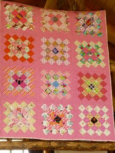 Love the pink background in this great granny quilt! Pattern by Bee in my Bonnet