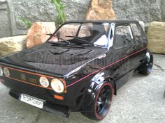 Der Golf 1 GTI ist ein absolutes Kultauto   Bis heute ist der Golf eines der beliebtesten Autos das jemals gebaut wurde.  Modell so wie Abgebildet!!!  Auf dem Foto ist er auf einem TT01 E Chassie (nicht im Angebot enthalten) Jedoch NUR die Karosse Reifen auf Nachfrage Zubehör 2 Front und ein Heckscheibenwischer Versteigerung bei Ebay http://www.ebay.de/usr/karosyndikat