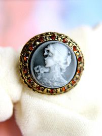 $10 The Queen's Portrait at https://shopsto.re/items/4415 #accessories #jewelry #rings