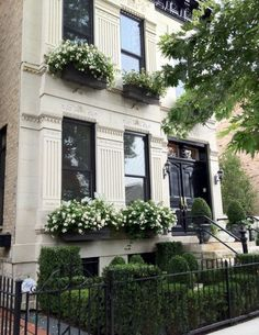 Townhouse in Lincoln Park Chicago via TFDAMH. jpg