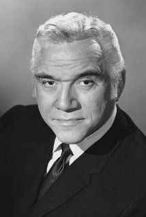 hollywood stars Today is the birthday of Lorne Greene (Lyon Himan Green, The son of Russian Jewish immigrants, Greene grew up in Ottawa and took up dramatics and radio broa Hollywood Stars, Classic Hollywood, Old Hollywood, Famous Men, Famous Faces, Famous People, Tv Retro, Lorne Greene, Tv Westerns