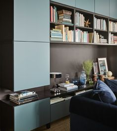 Deine Kostbarkeiten lassen sich gut auf modernen Möbeln von IKEA präsentieren. Wir bieten dazu viele verschiedene Wohnzimmerstile, wie z. B. den STOCKHOLM 2017 Schrank in Rattan/Esche. Dieser Schrank eignet sich als Einzelstück oder macht sich auch in Kombination mit einem passenden Sessel und Couch