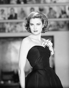 30 Old Hollywood Stars Looking Impossibly Glamorous Grace Kelly already looks regal in a couple of years before she officially became a princess, and the year her Oscar-winning performance in The Country Girl was released Old Hollywood Stars, Hollywood Icons, Hollywood Fashion, Old Hollywood Glamour, Classic Hollywood, Hollywood Actresses, Grace Kelly Mode, Grace Kelly Style, Up Dos